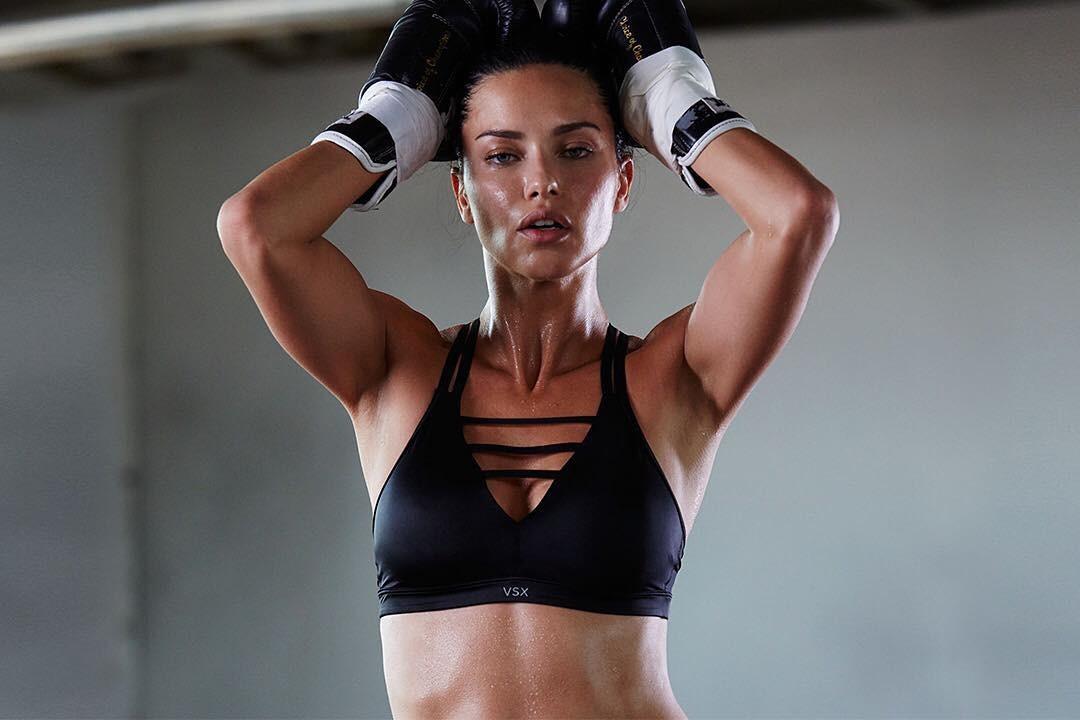 Adriana Lima em nova campanha da Victoria's Secret (Foto: Reprodução/Instagram)