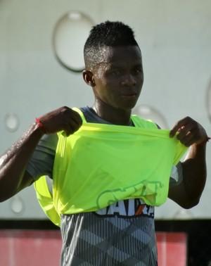 De colete verde, Cazares esteve no time titular no treinamento (Foto: Maurício Paulucci)