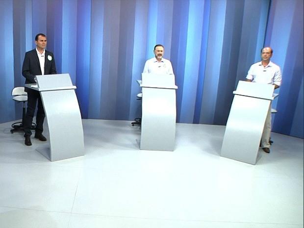 Três candidatos participam do debate da TV Verdes Mares à Prefeitura de Sobral (Foto: TV Verdes Mares/Reprodução)