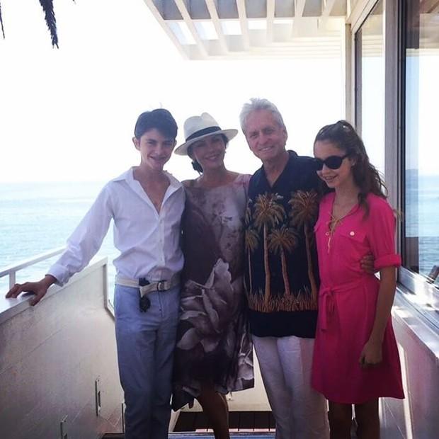 Catherine Zeta-Jones e Michael Douglas com os filhos, Dylan e Carys, na Califórnia, nos Estados Unidos (Foto: Instagram/ Reprodução)