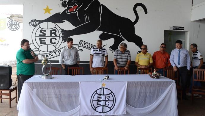 Coletiva foi realizada na sede do São Raimundo na quinta-feira (15) (Foto: Dominique Cavaleiro/GloboEsporte.com)