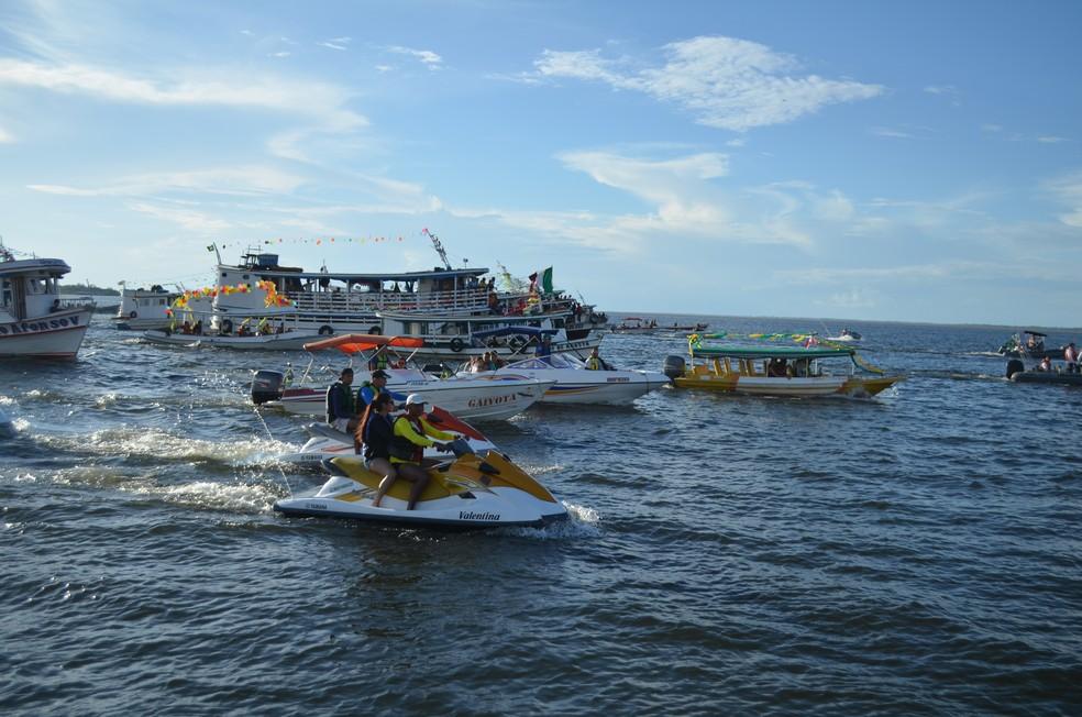 Cerca de 60 embarcações participaram do cortejo (Foto: Geovane Brito/G1)
