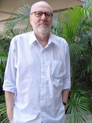 João Gilberto Noll se rende a compulsão de escrever para dar vida a livros (Foto: Katherine Coutinho/G1 PE)