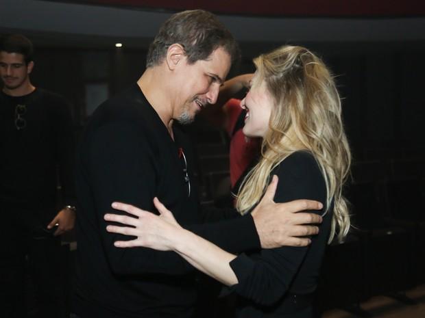 Edson Celulari e a namorada, Karin Roepke, em estreia de peça na Zona Norte do Rio (Foto: Roberto Filho/ Brazil News)