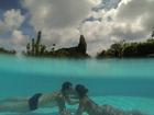 Mayra Cardi curte viagem romântica com o marido e declara seu amor sob as águas de Noronha