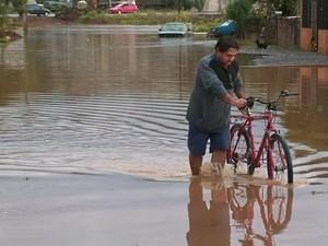 Chuva Paraná  (Foto: Reprodução / RPC TV)