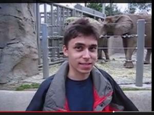 Cena do primeiro vídeo postado no YouTube, 'Me at the zoo', em 22 de abril de 2005, criado por um dos cofundadores do site, Jawed Karim. (Foto: Reprodução/YouTube)