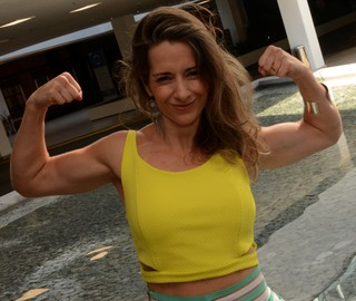 Após 20 kg em gravidez, ela virou coach de boa forma