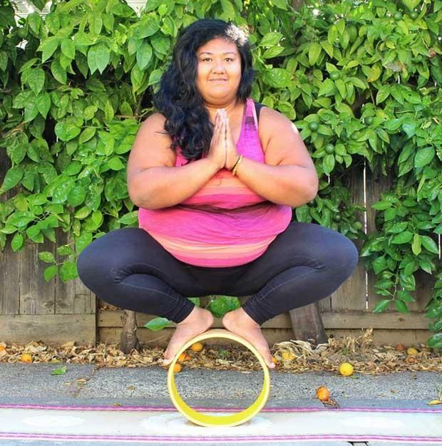 Valerie posta fotos e vídeos de suas práticas de ioga (Foto: Reprodução/Instagram/biggalyoga)