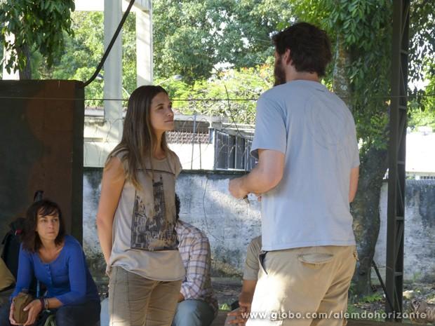 Lili insiste em saber se todas as promessas são reais e afirma que não vai dessitir (Foto: Além do Horizonte/TV Globo)