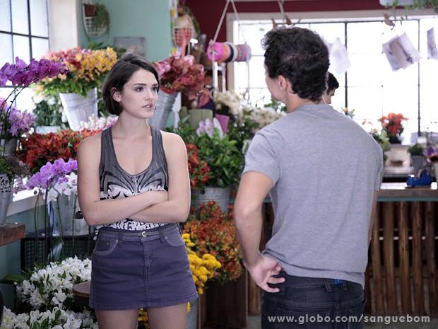 Giane ouve os disparates de Caio... (Foto: Sangue Bom / TV Globo)