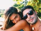 Mariana Goldfarb posa agarradinha com Cauã Reymond
