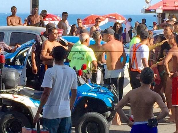 Confusão aconteceu na Praia de Ipanema, neste domingo (Foto: Índio da Costa / Arquivo Pessoal)