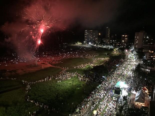Trios elétricos e shows pirotécnicos animaram o réveillon no Balneário de Caiobá, em Matinhos (PR). (Foto: Sérgio Tavares Filho / G1)