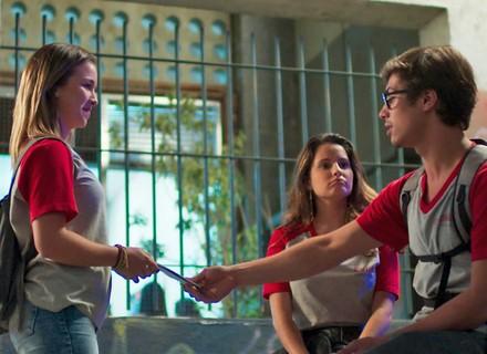 Jéssica ajuda Filipe e Nanda