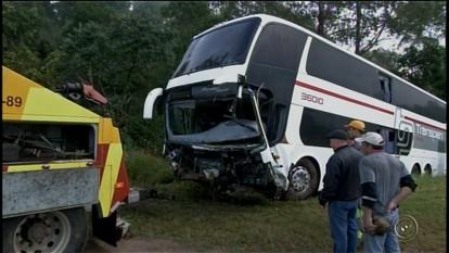 Motorista de ônibus segue internado na UTI após acidente em Itapeva, SP