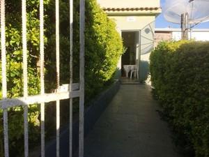Local funcionava como asilo clandestino em Santos Dumont, MG (Foto: Rafaela Borges/G1)