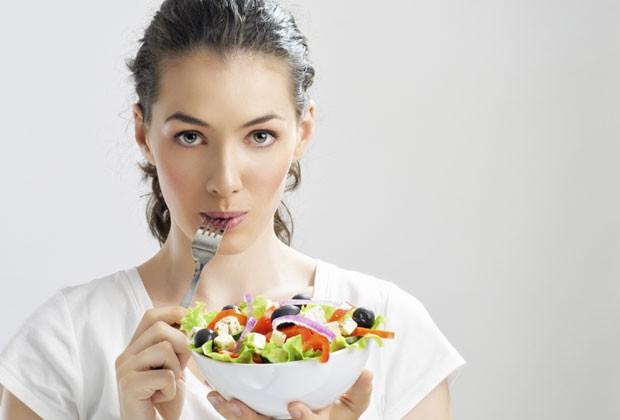Nutróloga dá 7 dicas essenciais para não sair da linha numa dieta
