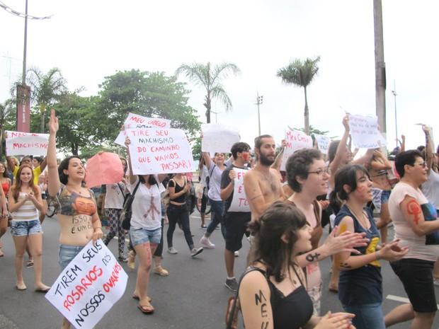 Mulheres se reuniram para protesto em Santos, SP (Foto: Andressa Amorim/ G1)