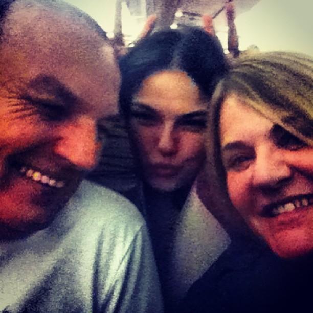 Isis Valverde com pai e mãe (Foto: Instagram / Reprodução)