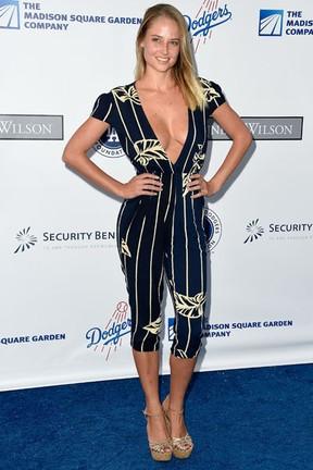Modelo Genevieve Morton em evento beneficente em Los Angeles, nos Estados Unidos (Foto: Frazer Harrison/ Getty Images/ AFP)