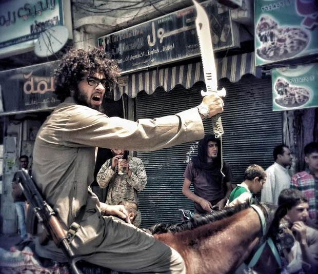 Islam Yaken, jovem egípcio que virou jihadista no califado entre Síria e Iraque (Foto: Reprodução/Twitter/i_yaken)