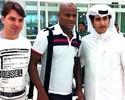 Após longa viagem, Domingos chega ao Qatar e é apresentado por cartolas