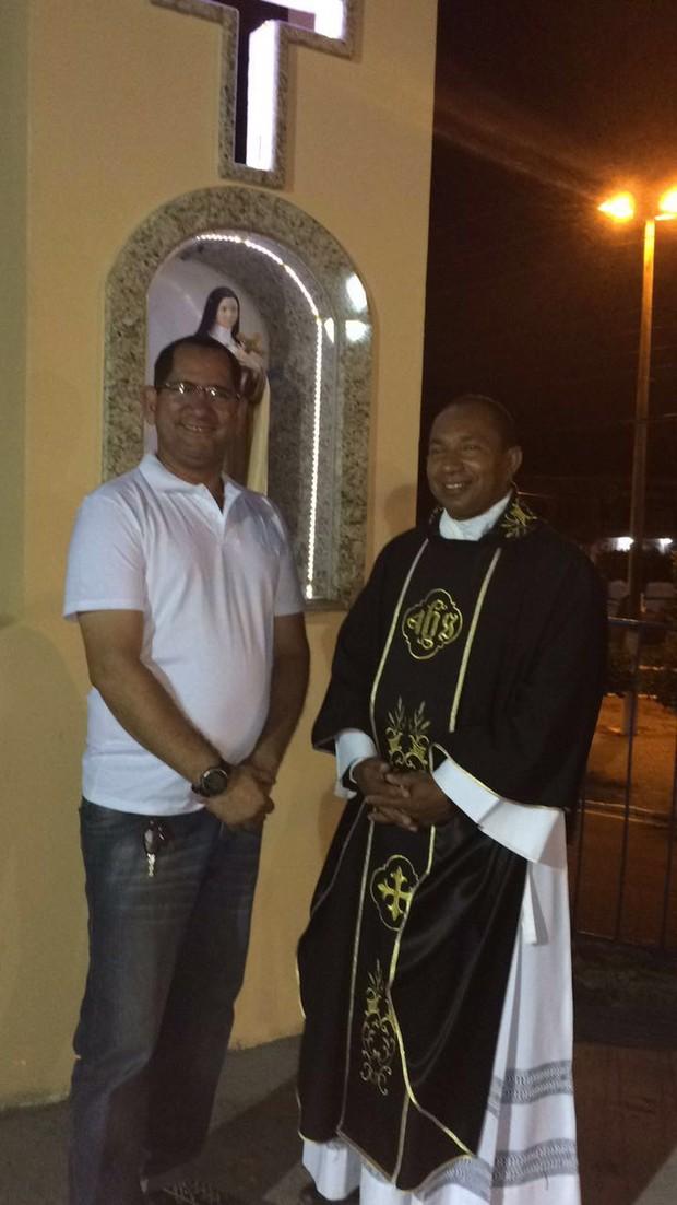 O turismólogo Genilson Ramos Aragão e padre Cícero (Foto: Arquivo Pessoal)