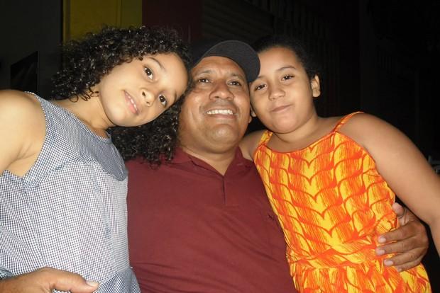 Veridiano e as filhas (Foto: Reprodução/Facebook)