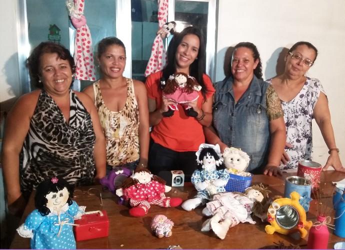 Cibele Moreira aprendeu técnicas criativas de artesanato (Foto: Rio Sul Revista)