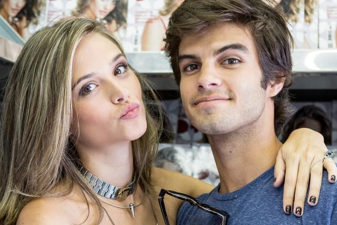 Juliama Paiva e Daniel Blanco em gravação (Foto: Ellen Soares / Gshow)