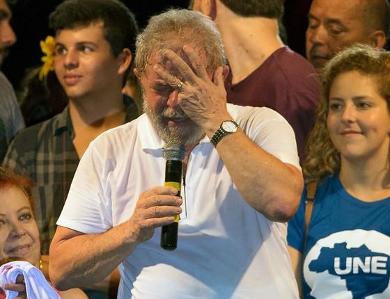 O ex-presidente Lula discursa durante manifestação pró-governo dia 11 de abril no Rio de Janeiro (Foto: AP Photo/Leo Correa)