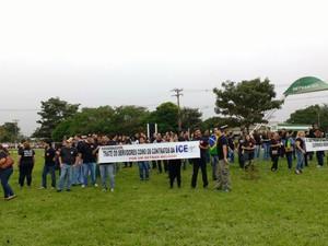 Manifestação de servidores do Detran nesta segunda-feira (Foto: Misael Maciel/ TV Morena)