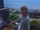Calvin Harris posta foto de Taylor Swift e brinca: 'Ela também cozinha'