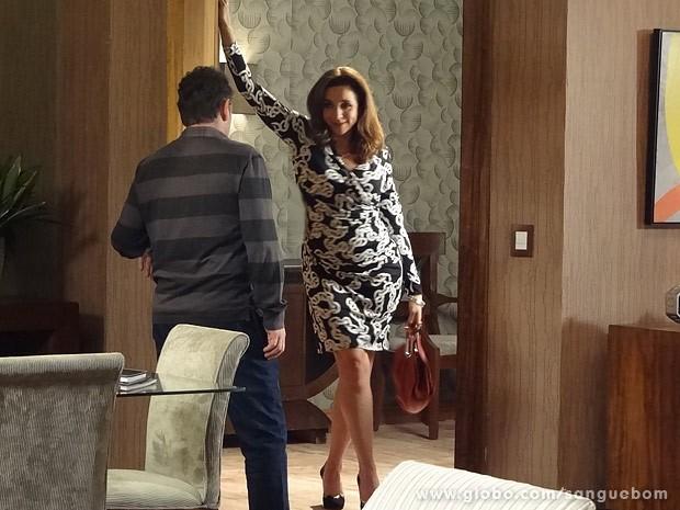 Damáris aparece na casa de Wilson toda trabalhada na sedução (Foto: Sangue Bom / TV Globo)