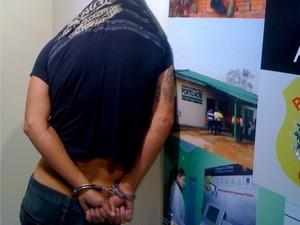 Homem é preso acusado de roubo de motos em Rio Branco/AC (Foto: Rayssa Natani / G1)