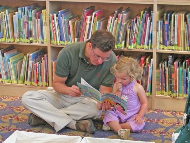 Leitura é instrumento para aproximar pais e filhos (Foto: San José Public Library)