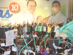 Candidato Silas Câmara e aliados durante convenção  (Foto: Divulgação)