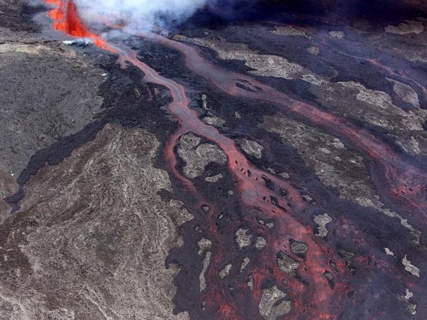 Vulcão fica na Ilha Reunião, a leste de Madagascar (Foto: RICHARD BOUHET / AFP)