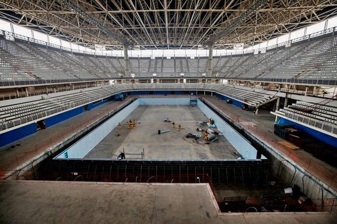 Piscina ol mpica recebe revestimento e obras atingem 96 for Piscina olimpica barcelona