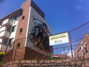 Imagem de Xandi foi pintada em condomínio de Porto Alegre (Foto: Caetanno Freitas/G1)