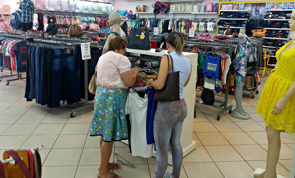 Consumidores com contas atrasadas podem procurar as empresas, onde compraram, ou a sede da CDL (Foto: Fernanda Bonilha/G1)