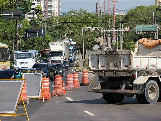 Obras causaram lentidão no trânsito (Foto: Marcos Dantas/G1 AM)