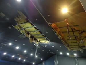 Teto sofre com problemas estruturais no telhado e calhas. (Foto: Valdivan Veloso/G1)