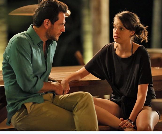 Giovanna deixa Alex assustado com papo de casar (Foto: Isabella Pinheiro/ Gshow)
