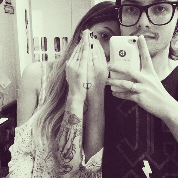 Pe Lanza posta foto mostrando tatuagem feita com a namorada (Foto: Instagram / Reprodução)