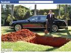 Chiquinho Scarpa mostra buraco onde diz que vai enterrar carro