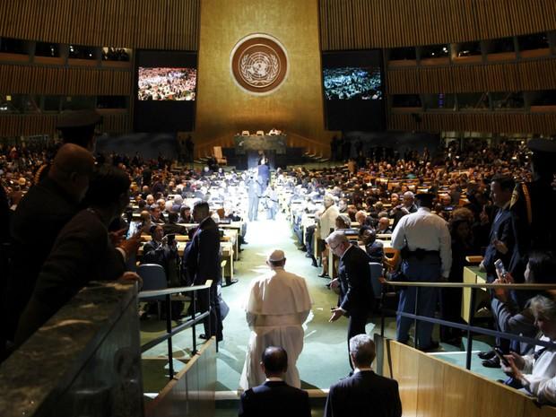 Papa Francisco chega para seu discuso na Assembleia Geral da Onu nesta sexta-feira (25) em Nova York, nos Estados Unidos.  (Foto: REUTERS/Mike Segar)