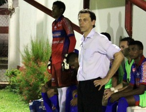 Fernando Tonet durante empate do Piauí com 4 de Julho  (Foto: Josiel Martins )