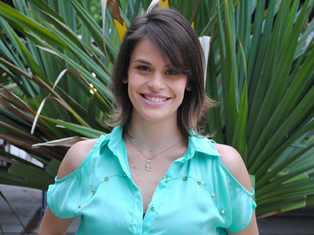 Talita Tilieri cortou os cabelos para a nova fase de Ana: mais moderna e engajada (Foto: Malhação / Tv Globo)